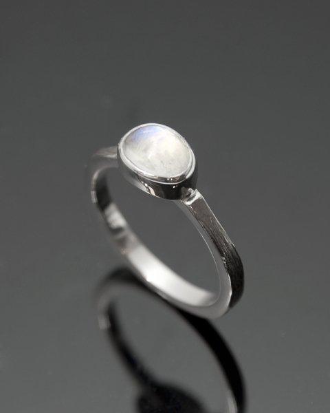 2019 SILVER PERSPIRATION<br>White labradorite silver ring LLR-007wlr<br>