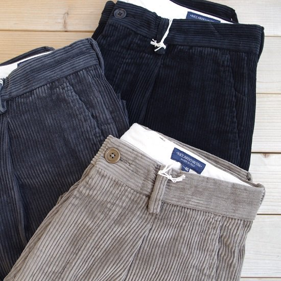 "RICCARDO METHA ""1tuck wide trousers corduroy"""