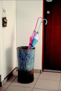 「七角青釉傘立」【信楽陶器卸商業協同組合】