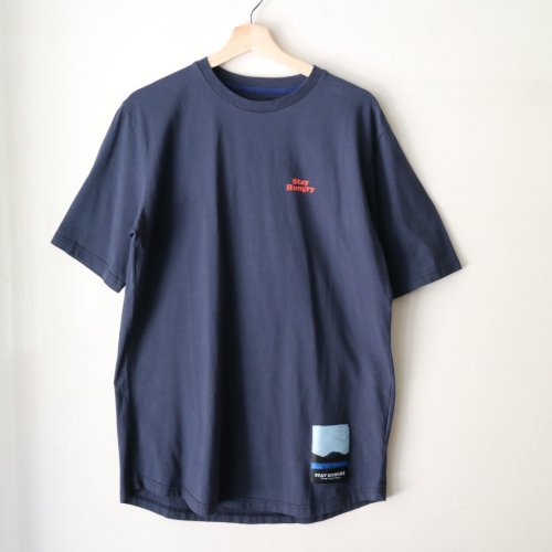 <img class='new_mark_img1' src='//img.shop-pro.jp/img/new/icons6.gif' style='border:none;display:inline;margin:0px;padding:0px;width:auto;' />STAY HUNGRY / B Ball T-Shirt「Navy」