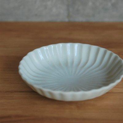 白磁菊形なます皿 /  原田 譲