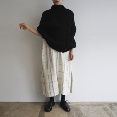 <img class='new_mark_img1' src='https://img.shop-pro.jp/img/new/icons20.gif' style='border:none;display:inline;margin:0px;padding:0px;width:auto;' />MAYDI TIEMPO PONCHO SWEATER