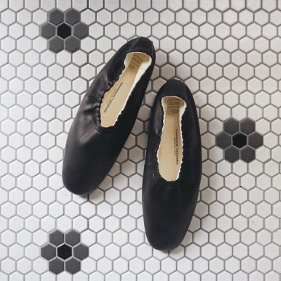 BEAUTIFUL SHOES バレエシューズ<img class='new_mark_img2' src='https://img.shop-pro.jp/img/new/icons8.gif' style='border:none;display:inline;margin:0px;padding:0px;width:auto;' />