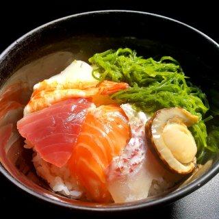 【冷凍】海鮮丼サーモン,イカ,鯛,マグロ,海老,めかぶ,ホタテ(具材)5個セット,わさび,特製タレ付き