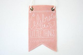 URBAN BIRD & CO. | CELEBRATE THE LITTLE THINGS (pink) | フェルト・バナー