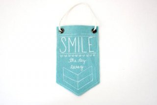 URBAN BIRD & CO. | SMILE THE DAY AWAY (light blue) | フェルト・バナー