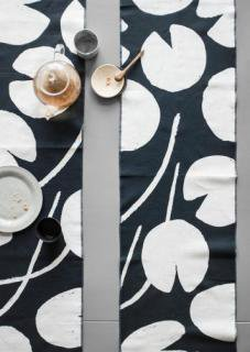 FINE LITTLE DAY | WATER LILIES TABLE RUNNER - NAVY/WHITE | テーブルランナー