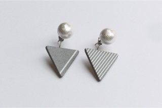 ilocami | △ PIERCE (gray) | ピアス