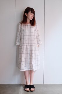 not PERFECT LINEN | Linen dress with sleeves and DROP SIDES (large checks) | 着丈95cm