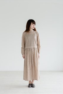 the last flower of the afternoon | 雨花のone-piece dress  (beige) | ワンピース
