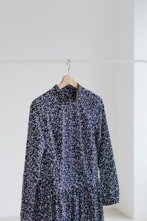 the last flower of the afternoon | 雨花のone-piece dress  (navy) | ワンピース