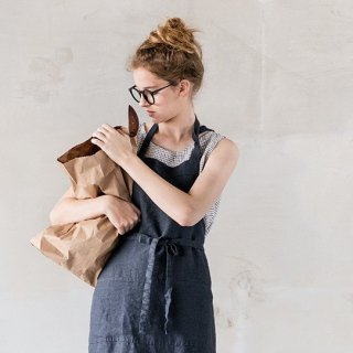 not PERFECT LINEN | WASHED TRADITIONAL LINEN APRON (charcoal) | エプロン
