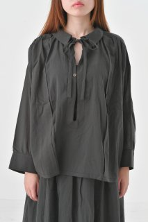 the last flower of the afternoon | 真冬の雨 smock blouse (charcoal) | ブラウス