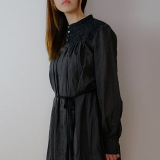 the last flower of the afternoon | 梢の影 work dress  (black) | ワンピース
