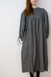 the last flower of the afternoon | 眠りのほとりのround yoke sleeve dress (grey) | ラウンドヨークドレス