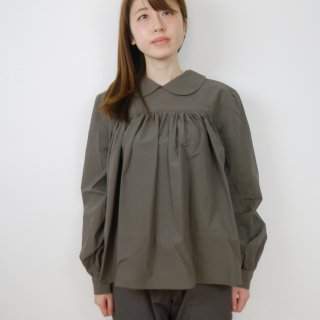 the last flower of the afternoon | 夏夜雨(かやのあめ) round collared pullover shirt (olive) | ブラウス
