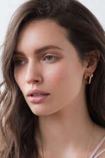 Shlomit Ofir | Large Pablo Earrings (gold) | ピアス