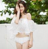 オフショルだけど清楚なフリルビキニ  お嬢様スタイルが楽しめる純白の花柄レース水着