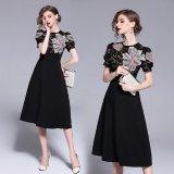 花柄刺繍がセレブな雰囲気を演出する韓国ワンピース フレアスカートが可愛い黒のパーティードレス