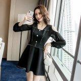 オフショルダーがセクシーな韓国ワンピース フロントボタンが可愛い韓国ドレス