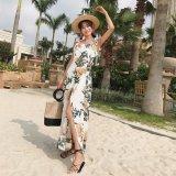鮮やかなバックレスのマキシワンピース リゾートワンピースとしても使える花柄ドレス