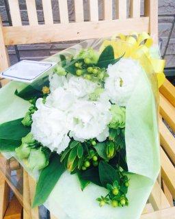 ホワイトグリーン系生花花束 2,800円お任せ ※+本州送料1,200円
