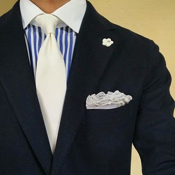 MUNGAI(ムンガイ) ポケットチーフ / ホワイト×ライトグレー / ハンドメイド / 四角形