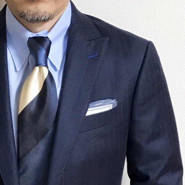 MUNGAI (ムンガイ) ホワイト×ブルー / プリントライン / ポケットチーフ メインイメージ