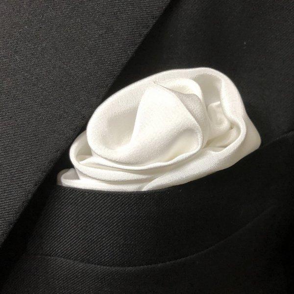 MUNGAI (ムンガイ) / ホワイト / セレモニー シルク / フォーマル ポケットチーフ
