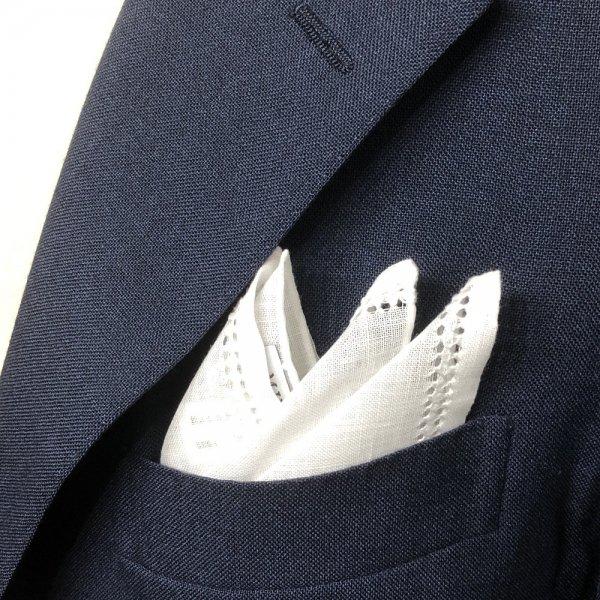 MUNGAI (ムンガイ) / ホワイト / ダブルスクエアステッチ / ポケットチーフ