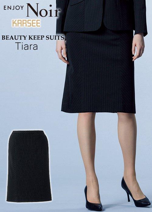 漆黒のストライプ柄がクールなセミタイトスカート