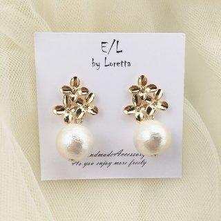 Gold flower pearl Pierce