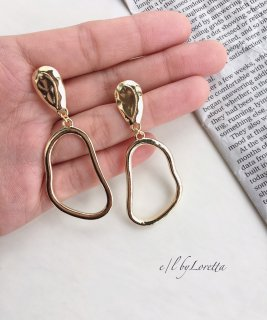 Gold oval pierce/earring