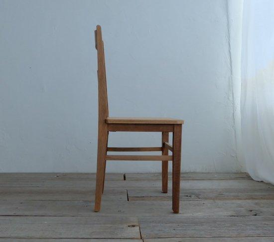 スタンダードな椅子の画像