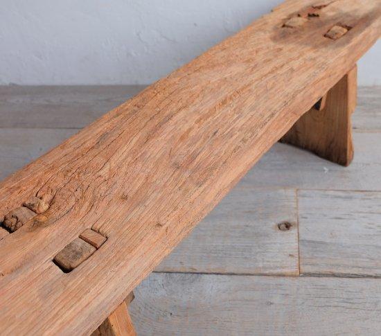 無骨なベンチの画像