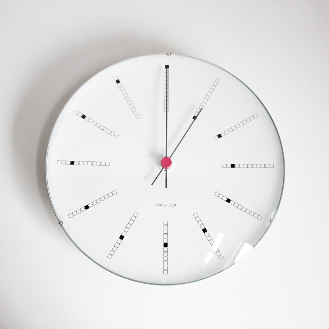 ARNE JACOBSEN Wall Clock Bankers 290mm ホワイト