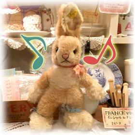 シュタイフ社1955〜'78年 * 30cm * シルバーボタン&黄タグつき♪* 立っているウサギちゃん *「 ベビー・ラビット・サシィ * Baby Rabbit Sassy 」【 A-1971 】<img class='new_mark_img2' src='https://img.shop-pro.jp/img/new/icons11.gif' style='border:none;display:inline;margin:0px;padding:0px;width:auto;' />