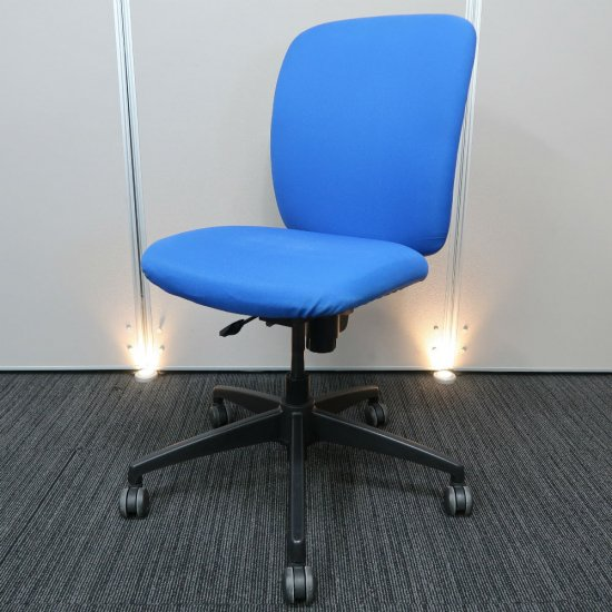 【ボリュームのある背座が心地いい。オフィス空間に調和しやすい、スタンダード オフィスチェア】【中古】スチールケース/アプトV
