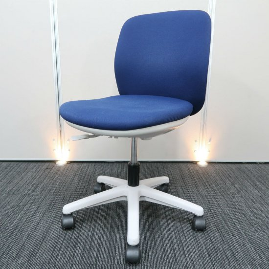 【お買得!】【場所をとらないコンパクト設計。オフィス空間に調和しやすい、スタンダード オフィスチェア】【中古】ウチダ/エニーザ