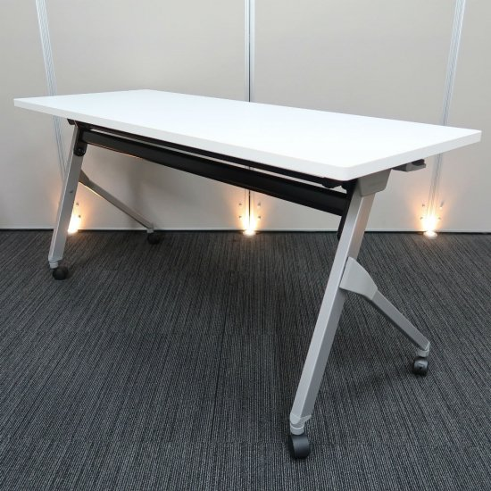 【極限にシンプル。スタイリッシュなデザイン】【収納効率の良い、平行スタックテーブル】【中古】オカムラ/フラプター 幅1500� 奥行600� ホワイト色