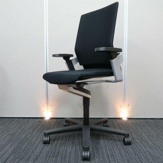 【合理的で機能的なドイツ デザイン思想を形にするブランド「ウィルクハーン」社製。着座時に身体とシンクロし、座りながら「健康的に動ける」チェア】【中古】ウィルクハーン/オンチェア(ONチェア)