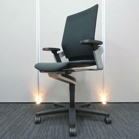 【合理的で機能的なドイツ デザイン思想を形にするブランド「ウィルクハーン」社製。着座時に身体とシンクロし、座りながら「健康的に動ける」チェア】【中古】ウィルクハーン/オンチェア(色の薄れ等あり)