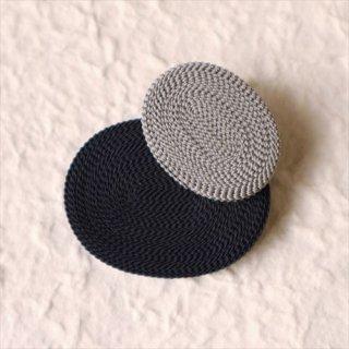 楕円のブローチ
