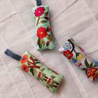 刺繍針山 / 緑