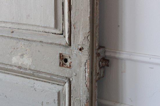 グレージュペイントの室内ドア