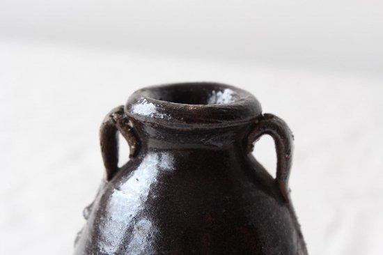 小さな陶器の壺