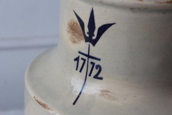 陶器のディスペンサー