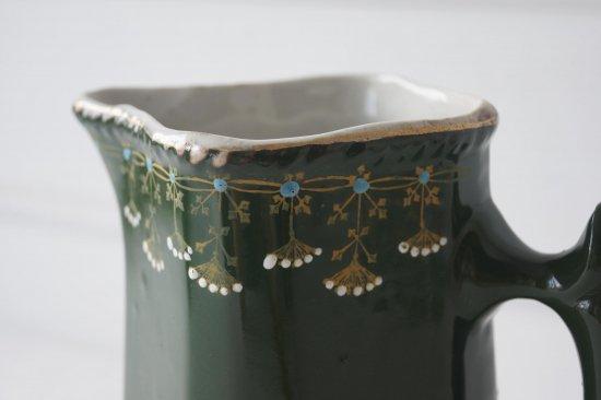 グリーンの陶製ジャグ
