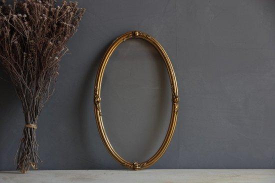 金色木枠のオーバルガラスフレーム