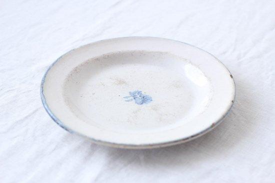 シンプルな厚手リム皿